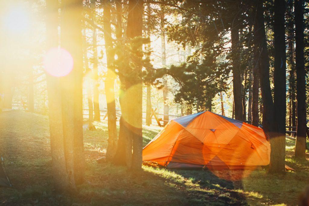 tente dans les bois
